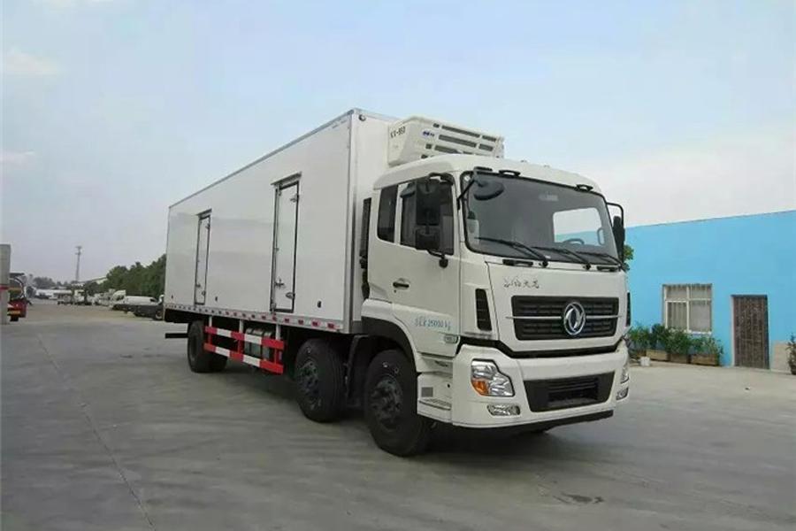 东风天龙小三轴冷藏车9.6米