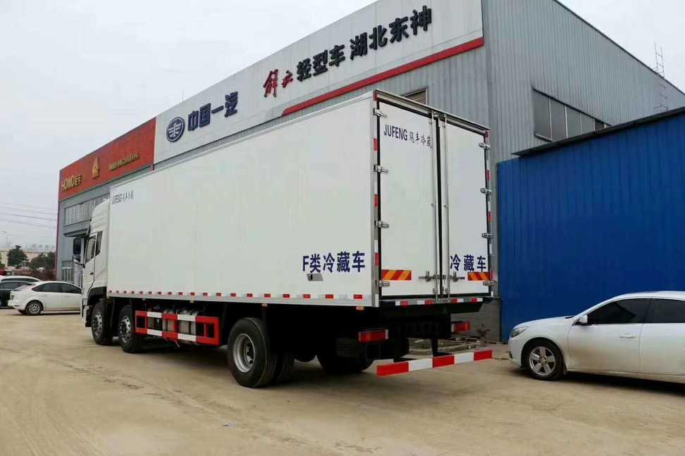 东风小三轴9米厢体大型肉钩冷藏车多少钱