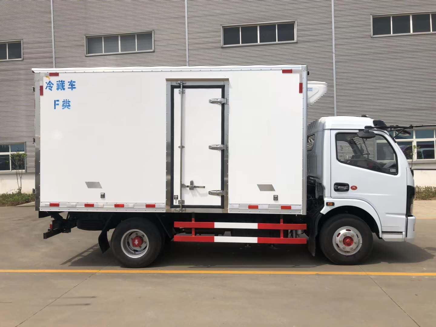 东风蓝牌4米厢体猪羊肉冷藏运输车厂家价格