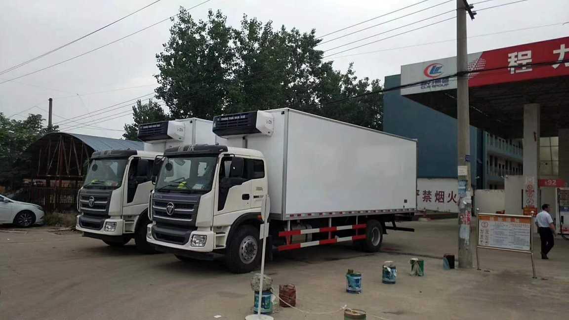 福田欧马可7.6米猪肉运输冷藏车价格