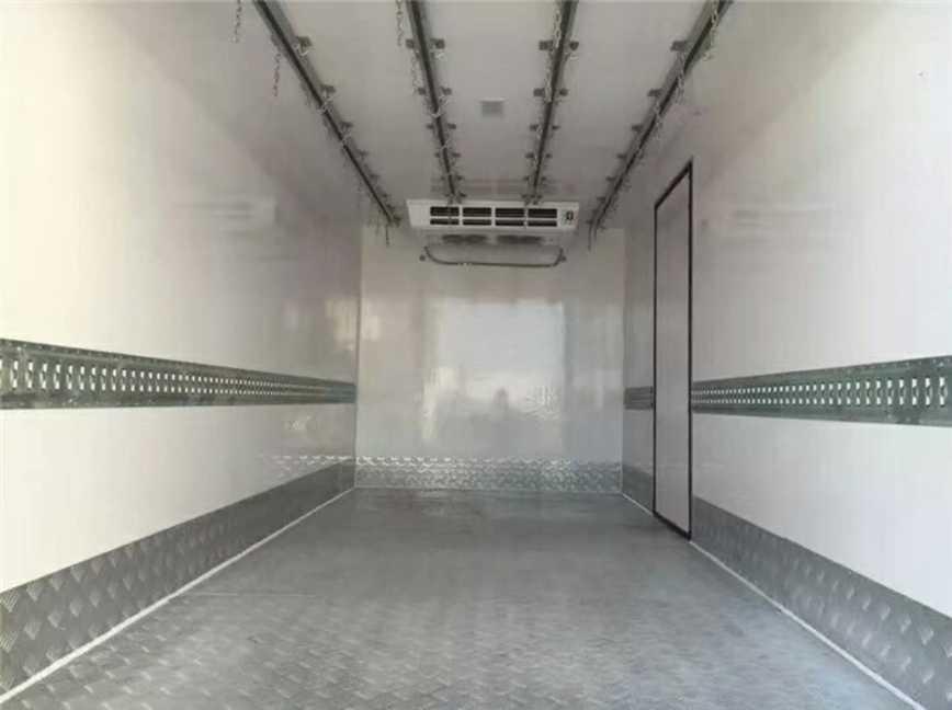 冷藏车厂家发车啦,连发两台不同品牌冷藏车!