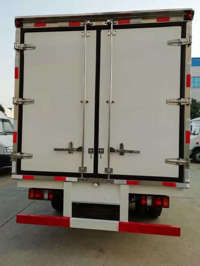 江铃宽体4米厢长食品冷藏运输车价格