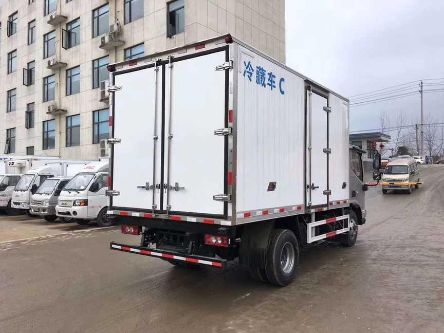 福田欧马可4米厢长冷藏车猪肉对接冷藏车价格
