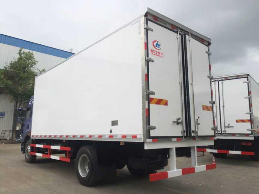 解放龙V冷藏车厢长7.45米