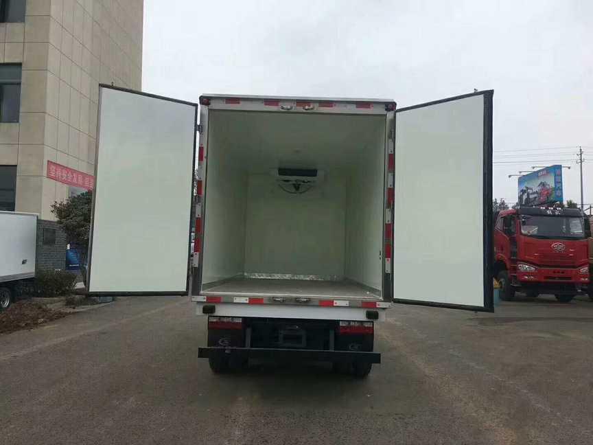 4.2米厢体冷藏车重汽王牌水果保鲜冷藏运输车价