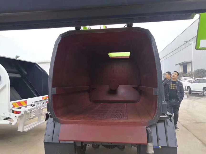 4.5方餐厨垃圾车固液分离型东风餐厨垃圾车价格