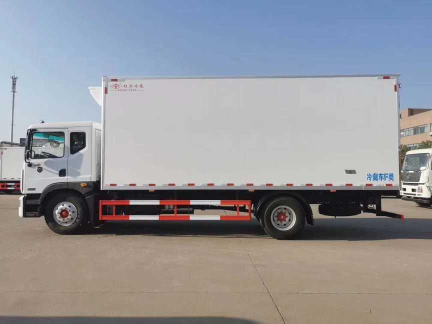 东风D9款6.8米厢体冷藏车厂家直销价格