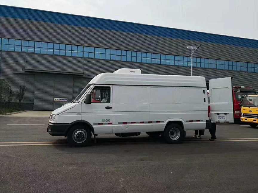 大容量面包冷藏车依维柯面包疫苗冷藏运输车