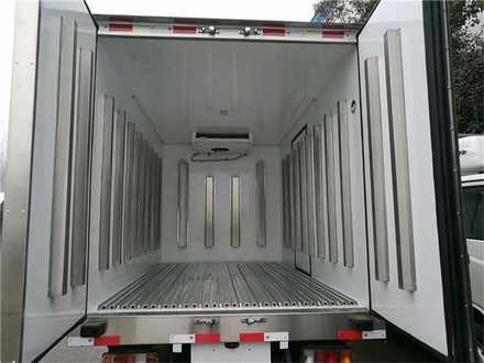 庆铃五十铃3.1米双排冷藏车