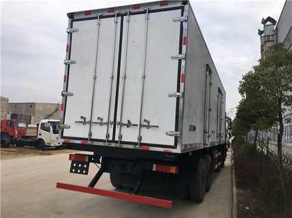 程力东风天龙9.4米冷藏车厂家价格
