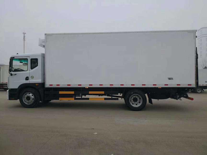 水果运输车东风6.8米厢体冷藏车冷冻车价格