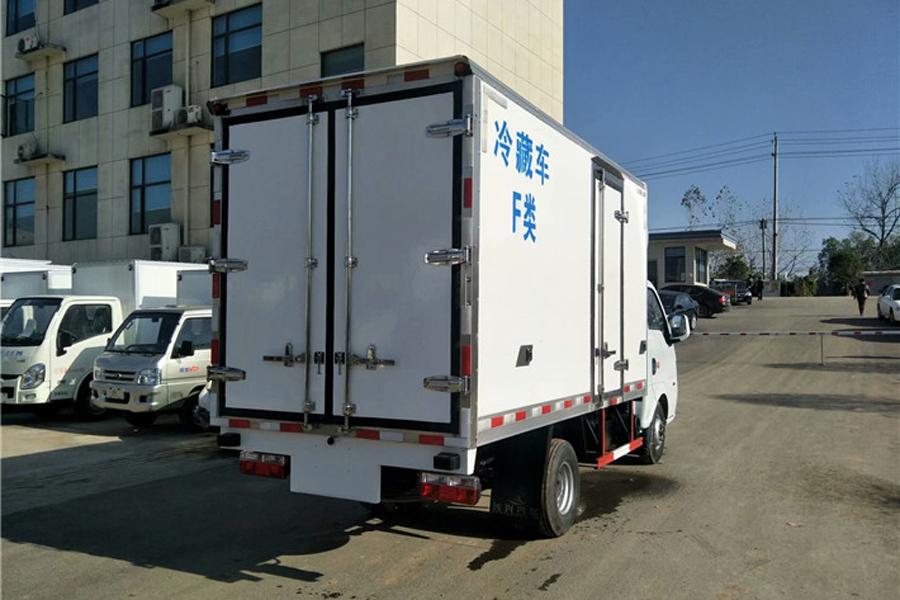 东风途逸后双轮冷藏车3.5米(汽油)