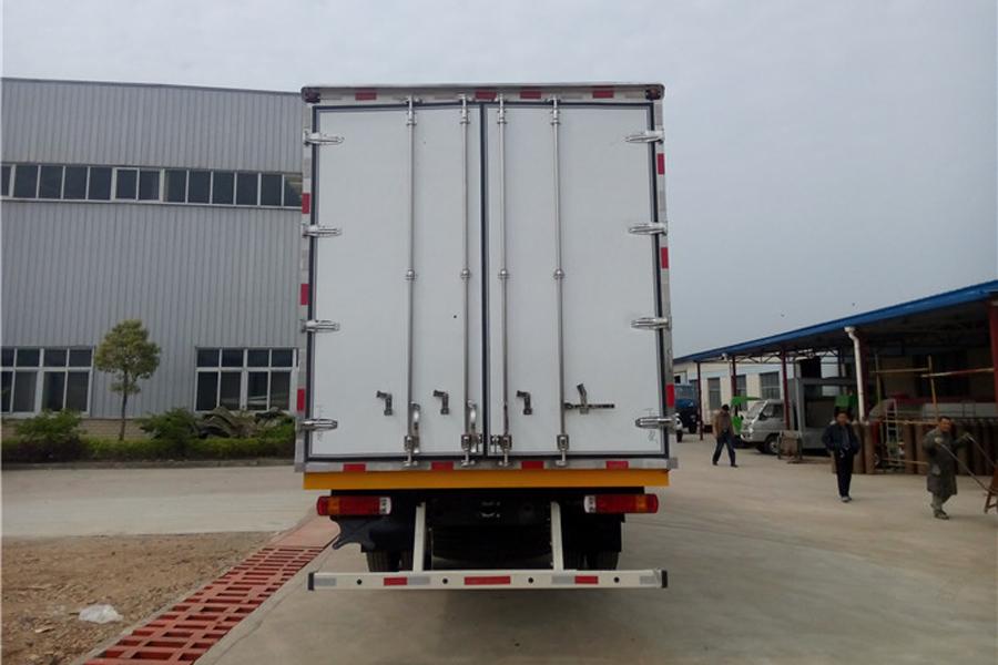 欧曼小三轴冷藏车9.6米