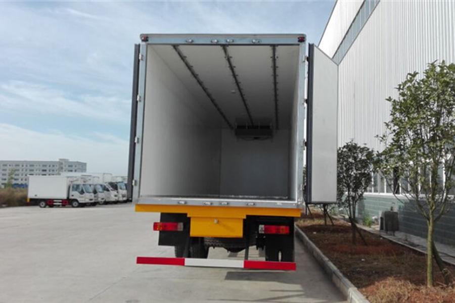 江淮格尔发小三轴冷藏车9.6米