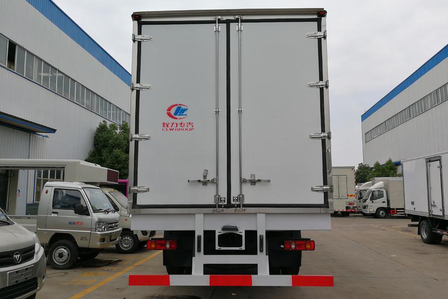 东风天锦小三轴冷藏车8.6米
