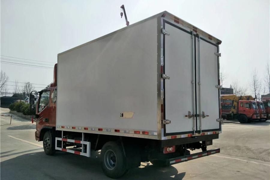福田欧马可S3排半冷藏车3.8米